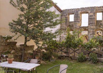 hotel con encanto en brinas peq patio 1